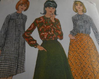 Vintage 1960's McCall's 8071 Sleep Shirt and Skirt Sewing Pattern, Size Medium, 14-16, Bust 34-36
