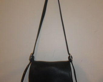 Women's Vintage COACH 9061 Black Leather Ramblers Legacy Small Turn-lock Flap Shoulder Bag