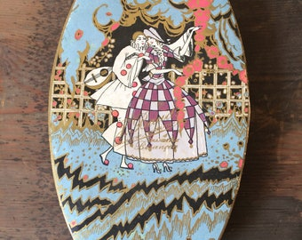 20s/30s oval French chocolate box with Pierrot