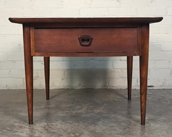 Bassett Artisan Mid-Century Modern Walnut End Table / Nightstand  *SHIPPING NOT INCLUDED*
