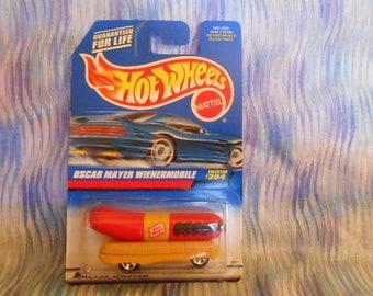 Hot Wheels Oscar Mayer Wienermobile #204-1997