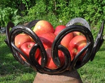 horseshoe bowl centerpiece