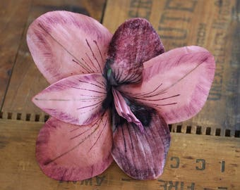 """Pink Lily Clip Fascinator, Large Floral Headpiece, Mauve Hair Flower for Women, Vintage 1940s Wine Coral - """"Stars in Her Eyes"""""""