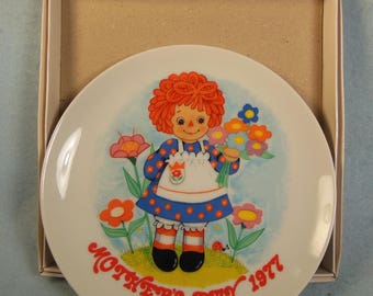 Vintage--Raggedy Ann-Mothers Day Plate-Schmid-1977