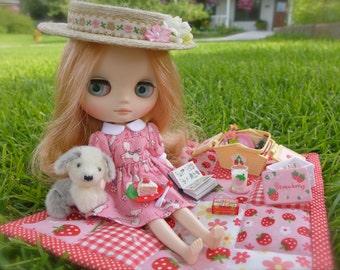 Strawberry Picnic Basket & Handmade Cake Pink Version Blythe Barbie Size