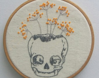 Skull with cow parsley hoop