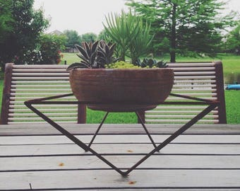 Steel triangle planter