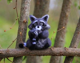 Mom and Baby Raccoon, Needle Felted Raccoon, Needle Felted Animal, Raccoon Miniature, Raccoon Figurine, New Mom Gift, New Baby Gift, Cute