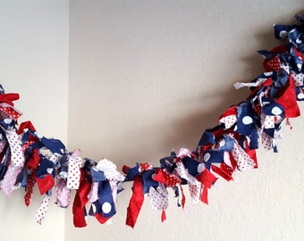 July 4th Banner Red White Blue Scrap Fabric Garland Rag Bunting Patriotic Wall Hanging Tattered Rag Garland Party Banner Photo Prop