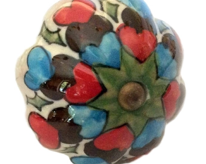 Bottle Stoppers - Includes Set of 5 - Heart Design Cork Stopper Collection - Beverage Stoppers