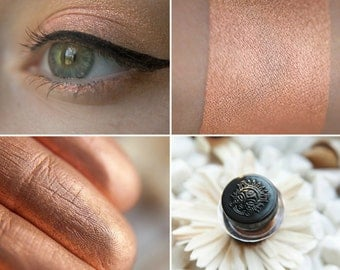 Eyeshadow: The Harbinger Of Sunrise - MoonElf. Peach satin eyeshadow by SIGIL inspired.
