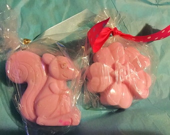 Cute Pink Squirrel & Daisy Handmade Goats Milk Soap with Free Gift