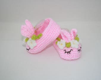 Crochet Baby slippers // Baby Bunny Slippers // New Born baby shoes // Baby shower gifts // New Baby Gifts // Infant shoes // Cute baby shoe