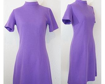 1970s Mod Lavender Shift Dress M/L