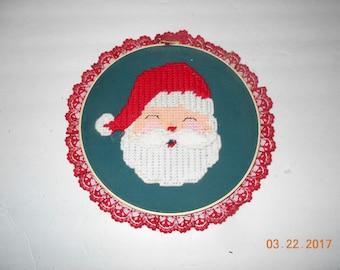 Santa wall hanging - Round - wall hanging - door hanging - Holiday