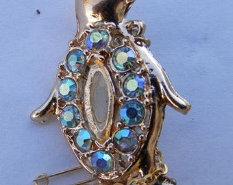 Pretty little Penguin brooch from the 1960's Free postage