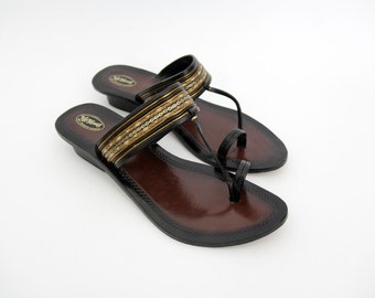 Vintage Sandals // Boho Hippie Indian Leather Thongs