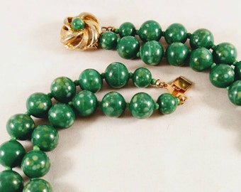 1970s Unsigned American Green Glass Bead Necklace. Bridesmaid Gift, Retirement Gift, Valentine Gift, Mother's Day Gift, Thank You Gift