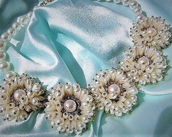 Statement necklace with flowers made of pearls in cream
