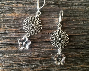 Tibetan Silver Detailed Flower Earrings