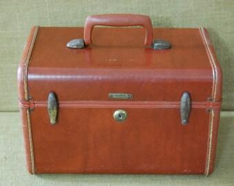 Vintage Train Case, Vanity Luggage, Samsonite Leather Travel Case, Train Luggage, Weekender travel case, picture prop,