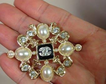 Designer Inspired Pearl Brooch