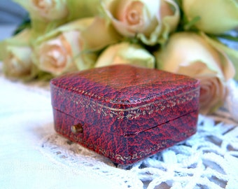 Antique french faux red leather ring box. Antique engagement ring box. Antique red earring box. Antique wedding. Vintage wedding