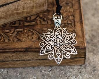 Necklace - Tibetan Flower Pendant Necklace