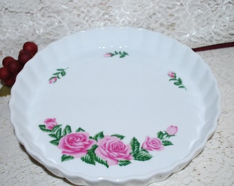"""Christineholm Rose Pattern Marked Fluted 9-5/8"""" Quiche Pie Dish"""