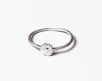 Daisy dainty ring, flower, dainty ring, minimalist sterling silver ring