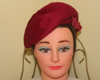 1950s 60s NEVER WORN! 21'' round Raspberry Fuschia Red Genuine Wild Hare Beret Hat