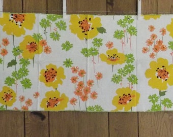 Vtg 1960's Retro Floral Table Runner, Vtg Table Runner, Retro Table Runner