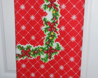 Vintage Tablecloth Christmas USA Tastemaker Stevens 59x81 Rectangle Table Topper Red Holly Snowflakes