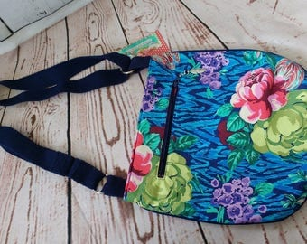 SALE ****30% discount.Trail Tote. Floral and pink. Shoulder bag handbag