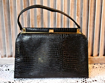 Vintage! Black. Handbag. 1950s/60s. Made by Triangle. Gator style. Cute bag!