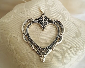 Towle 1976 Grand Duchess Pattern Heart Christmas Ornament Pendant in Sterling .925 Silver -EB619