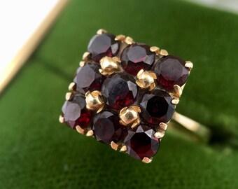 1970s Italian 18K Yellow Gold Multi Natural Garnet Ring
