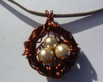 Bird's nest pendant with pearl eggs