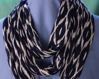 Infinity Scarf, Navy Blue/Cream, Knit