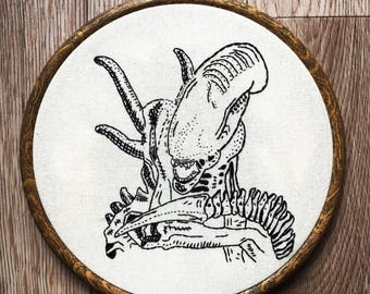Alien Xenomorph Fibre Art. Hand Embroidery. Hoop Art. Wall Hanging. Scifi. Horror Film. Nerd Gift. Home Decor.