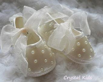 Unique Baby Girls Satin Pram Ivory Baby Girls Shoes Christening Wedding Pram Shoes 0-3, 3-6 Months