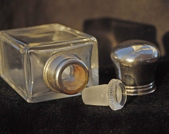 Nice little understated Art Deco Perfume Bottle with ground glass stopper.