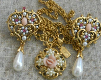 Lot of 1928 necklace and earrings