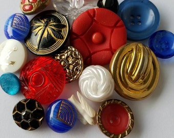Cottage Chic assorted vintage buttons. Lot of 19.(Jan12)