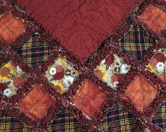 """Rustic Harvest Holiday Rag Quilt 