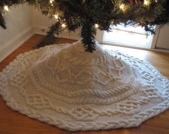 Christmas Tree Skirt Knitting Pattern : Christmas Tree Skirt - a loom knit pattern from DaynaScolesDesigns on Etsy St...