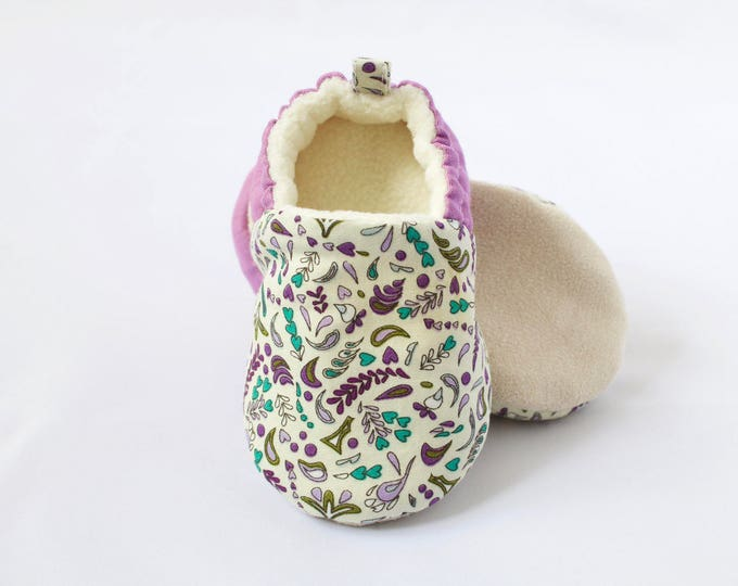 Floral lilac soft sole crib shoes for little girls