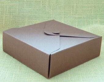 Lightweight paper gift box