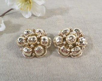 Beautiful Vintage Gold Tone Pair Of Cluster Beaded Clip On Earrings  DL# 3410