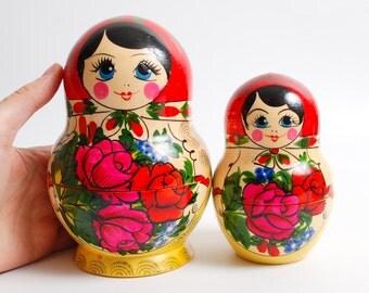 Set of 2 Vintage Russian Wooden Toy, Nesting Doll, Matryoshka Dolls, hand painted decor  (CI984)